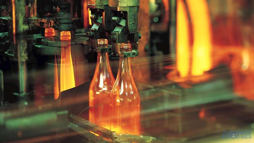 Making_Glass_Bottles--photograph_848w477h.jpg